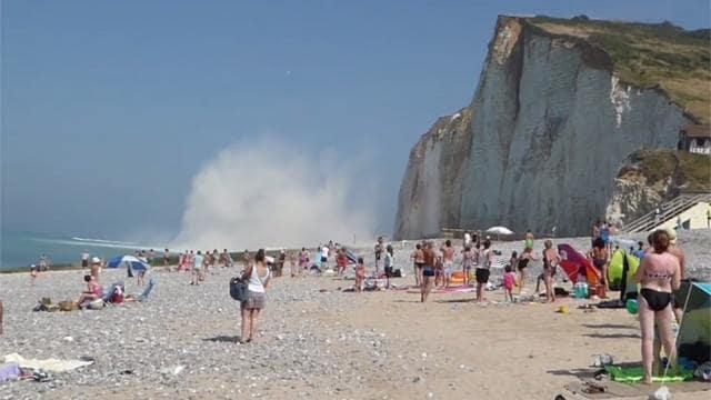 Jeudi 25 août 2016, vers 14h, une partie de la falaise de craie sur une longueur d'environ 100 mètres s'est effondrée