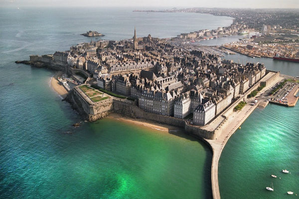 SaintMalo rnove ses remparts  Ouest Immobilier Neuf