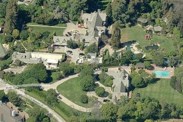 Le manoir de Playboy est  vendre   Ouest Immobilier Neuf