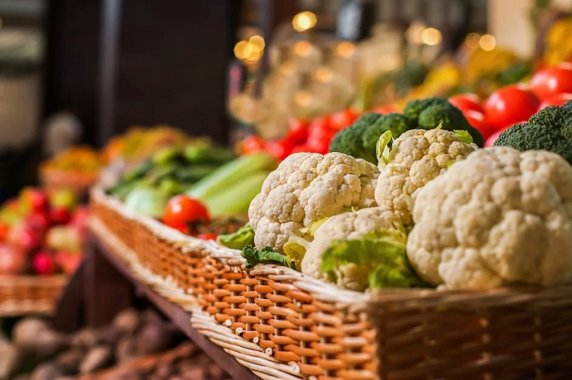 market, counter, vegetables in the store, vegetables in the market, vegetables, cauliflower