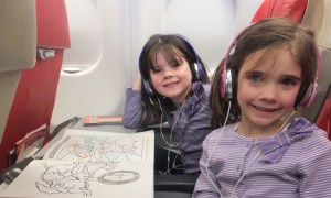 How to survive long flights with young kids – Family Travel Blog – Travelling with kids