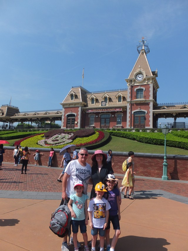 hong kong disneyland or ocean park