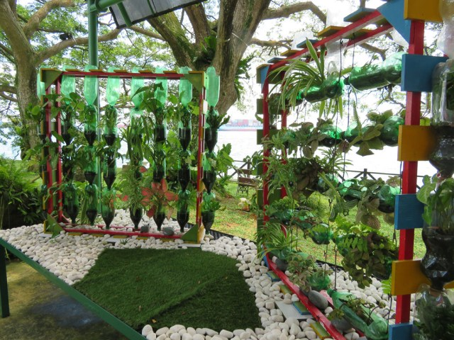 Hanging garden at the Shangri-La Rasa Sentosa