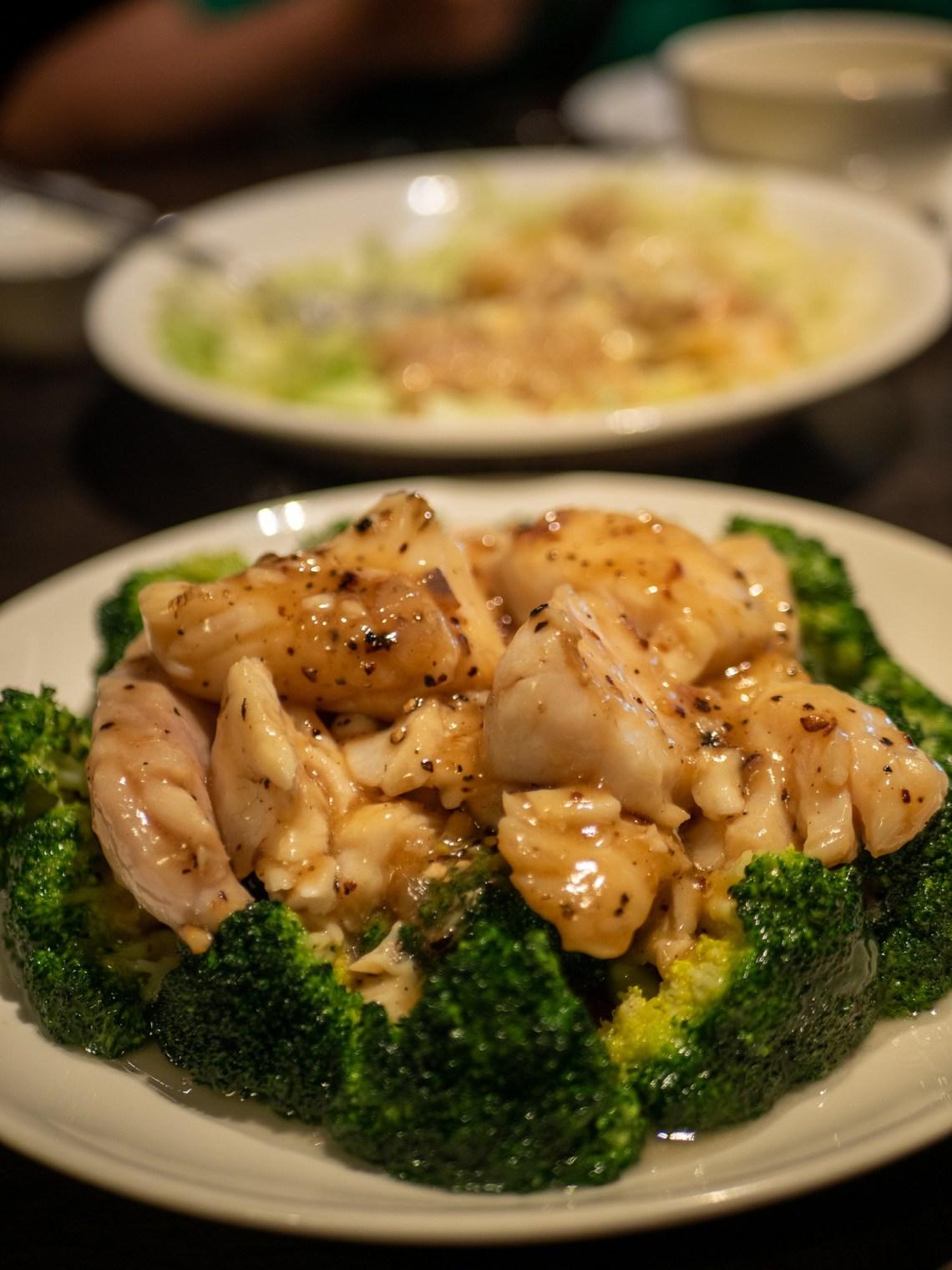 Stir-fried fish fillet, black pepper, broccoli
