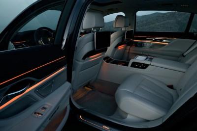 2016-BMW-7-rear-cabin-4