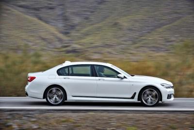 2016-BMW-7-right-M