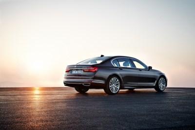 2016-BMW-7-sunset-rr