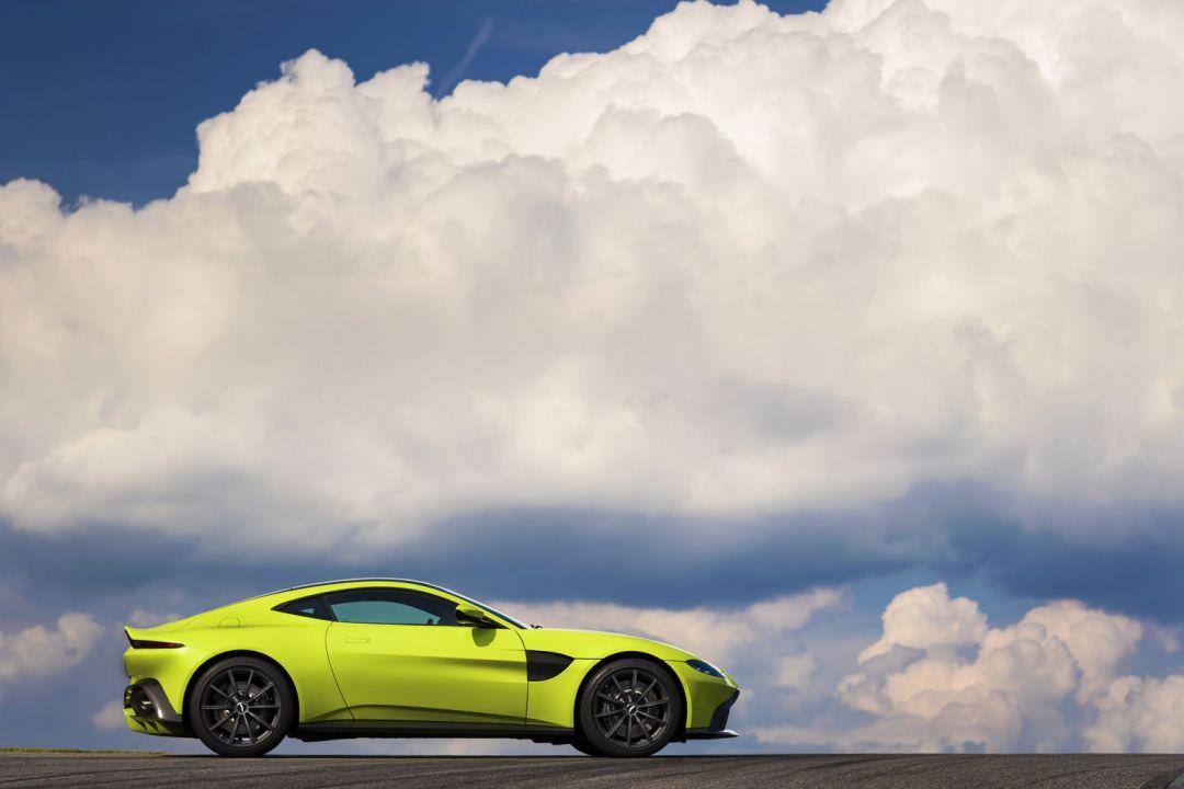 Aston_Martin_VantageLime_Essence07-jpg_7550