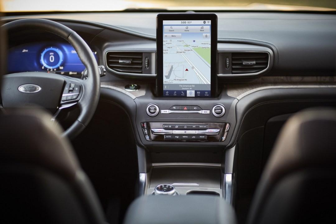 11-Ford-Explorer-Platinum_1280x853