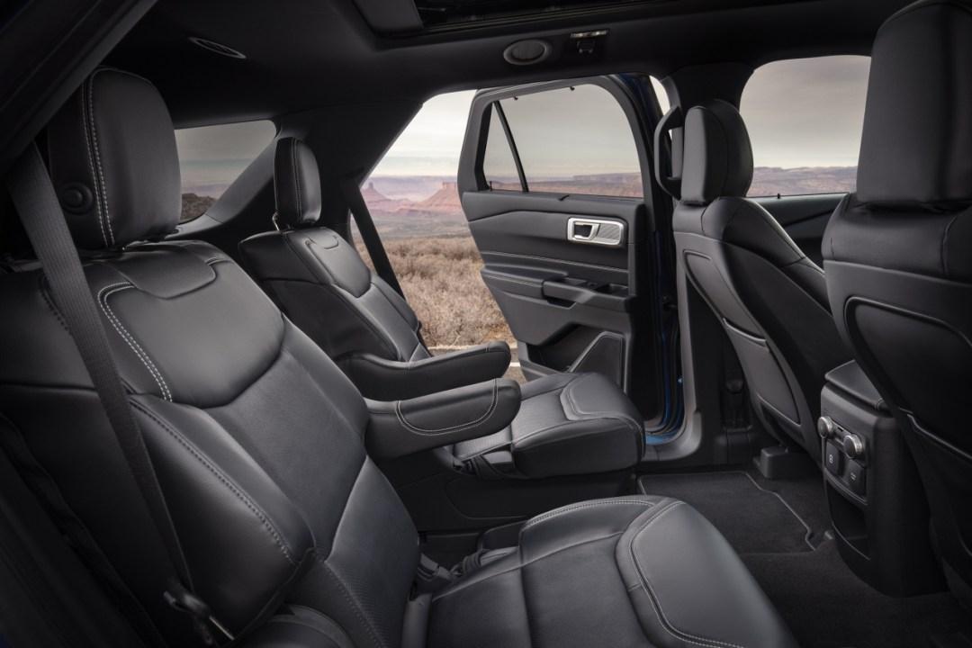 22-Ford-Explorer-Interior_1280x853