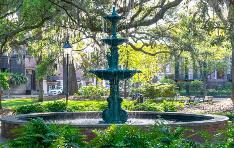 The Best Things to Do in Savannah: Fountain in Square
