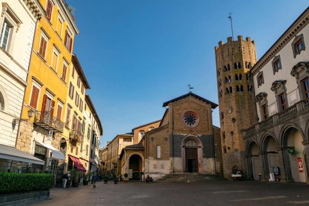 Best Things to Do in Orvieto Italy: Piazza della Repubblica