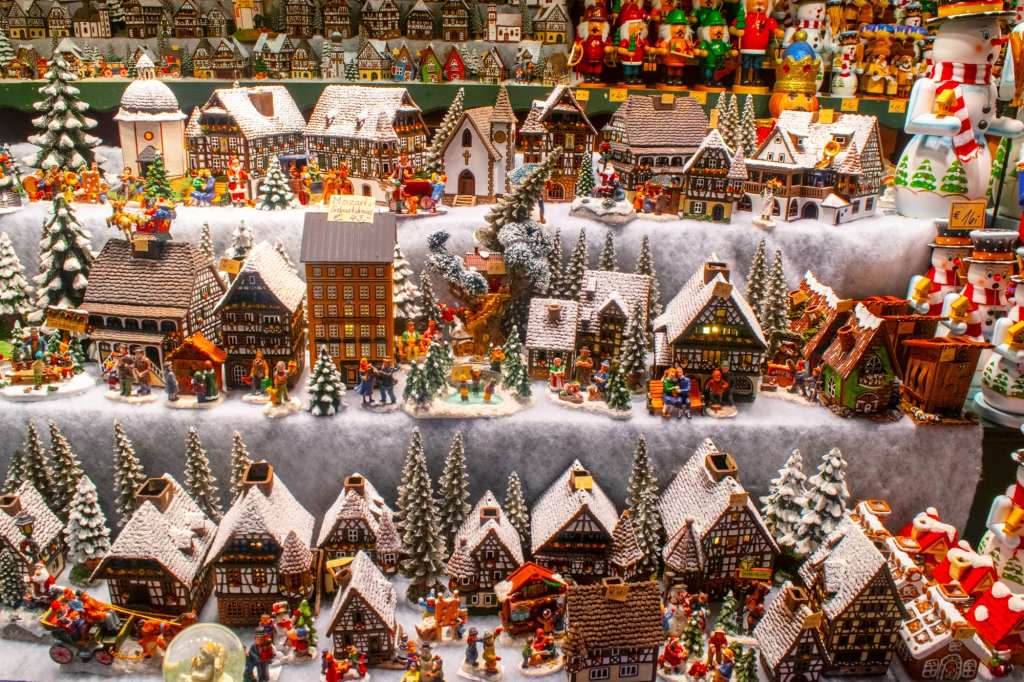 Salzburg in WInter: Carved Houses at Christmas Market