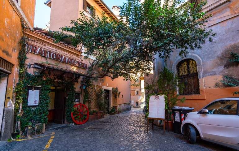 Rome off the beaten path: small corner restaurant in Trastevere