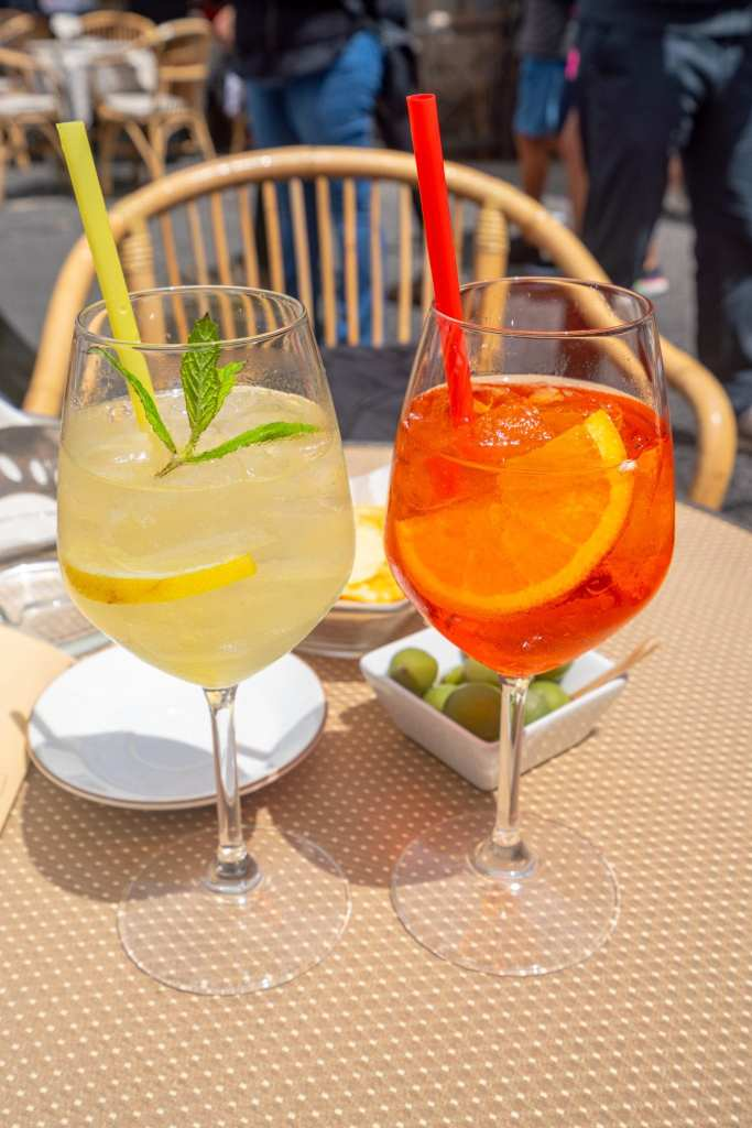 Photo of 2 cocktails on a table on Capri
