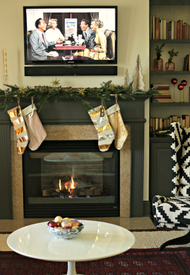 christmas living room mantel