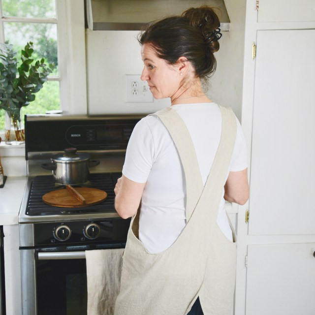How to sew a cross-over apron