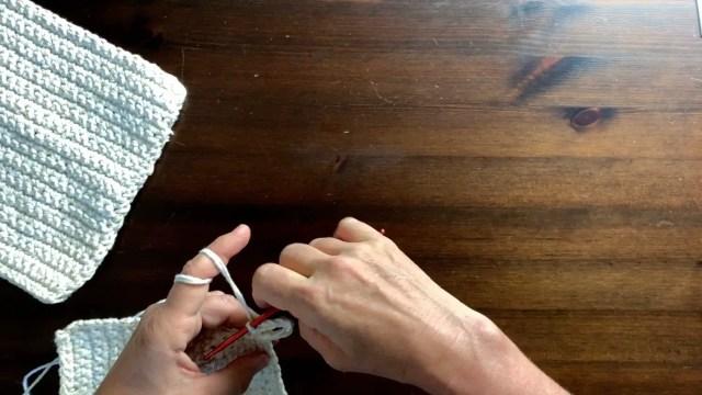 making the hook loop for potholder