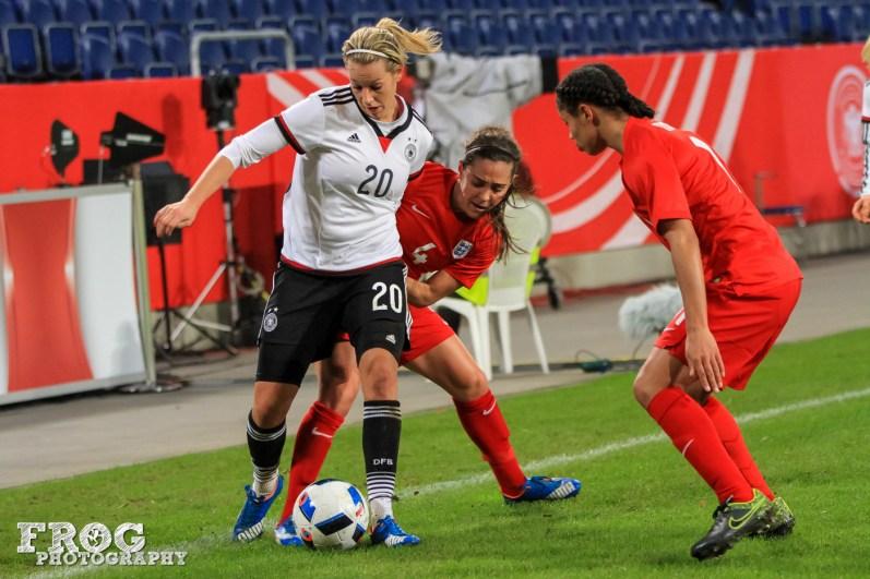 Lena Goeßling (GER) and Fara Williams (ENG).