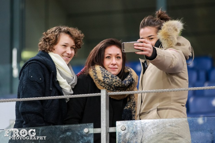 Josephine Hennings, Nadine keßler and Lena Lotzen take a selfie.