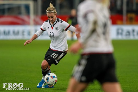 Lena Goeßling (GER) maneuvers with the ball.