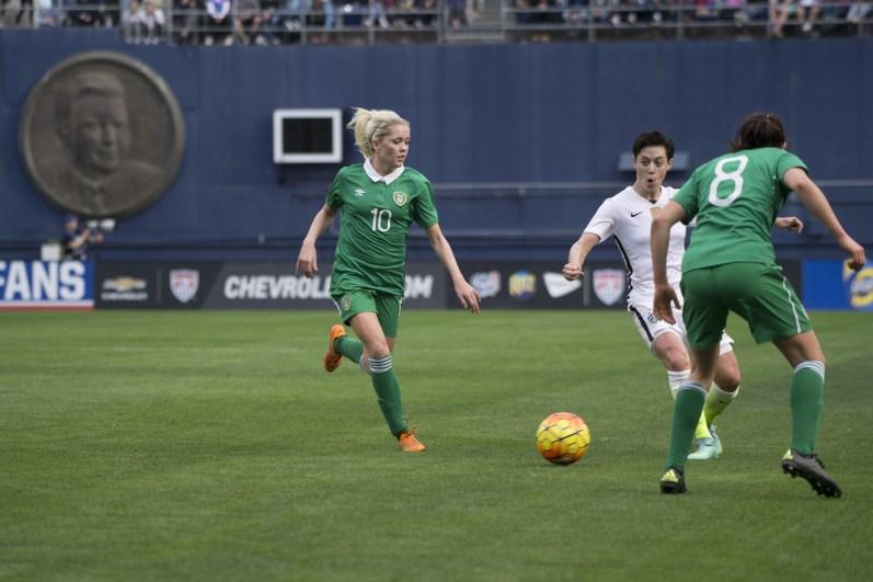 Meghan Klingenberg splits Denise O'Sullivan and Aine O'Gorman.