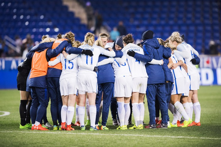 England huddle after the Lionesses defeated the USWNT, 1-0, at the 2017 SheBelieves Cup.