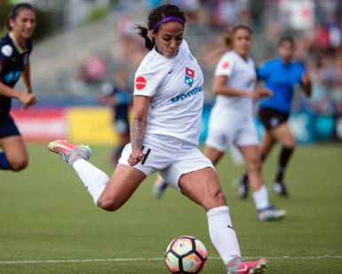 Sydney Leroux tees it up. (Shane Lardinois)