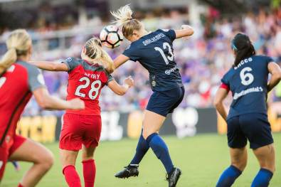 Amandine Henry and Abby Dahlkemper vie for the ball. (Monica Simoes)