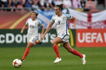 Jodie Taylor on the ball for England during Euro 2017. (Ailura / https://commons.wikimedia.org/wiki/File:20170719_WEURO_ENG_SCO_5878.jpg)