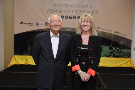 HWH practitioner Dr Gao Yimin, a TCM practitioner for more than 50 years, alongside  Jill