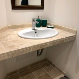 Apartments-for-rent-in-Carcassonne-bathroom-sink