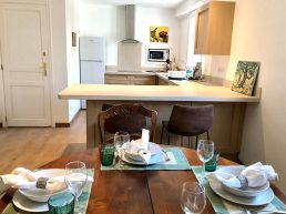Apartments-for-rent-in-Carcassonne-kitchen-bar-and-table
