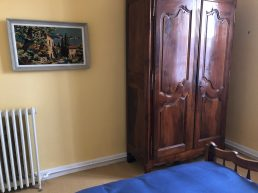 Sunflower room in apartments for rent in Carcassonne