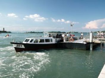 A 10 minute water taxi ride to Venice from Lido