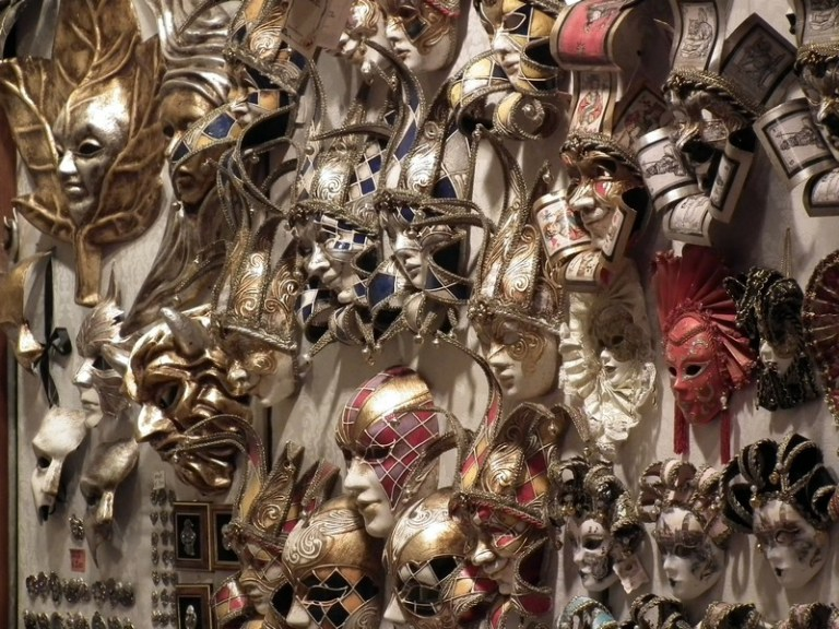Venice mask display