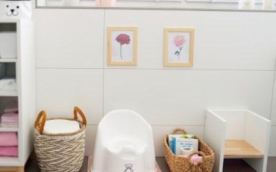 Cosimas Bereich im Badezimmer im Alter von 11 bis 17 Monaten
