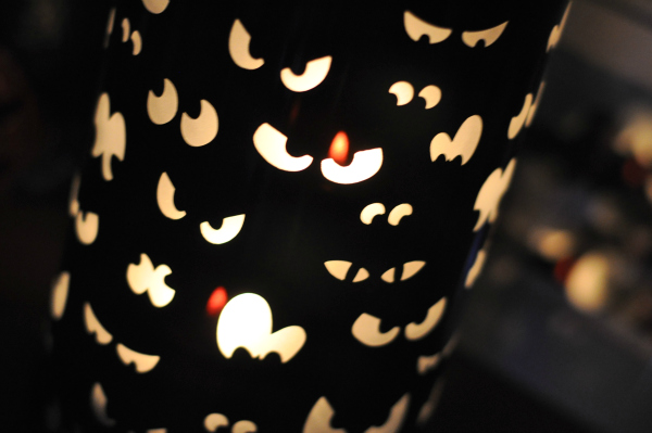 Halloween Decorating Ideas from PartyLite‏ – Spooky Eyes Hurricane Giveaway