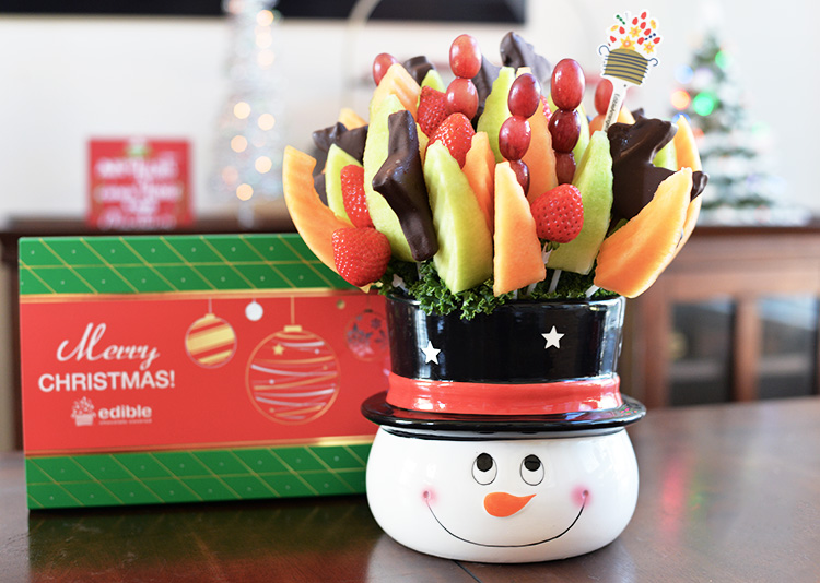 edible-arrangements-holiday-christmas-arrangment-of-fruit