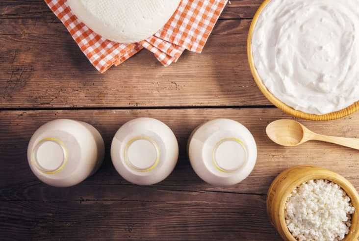 Do you know how easy it is to make dairy products at home? Click here to see 35 homemade recipes for raw milk and dairy products to feed your family. #rawmilk #dairyproducts