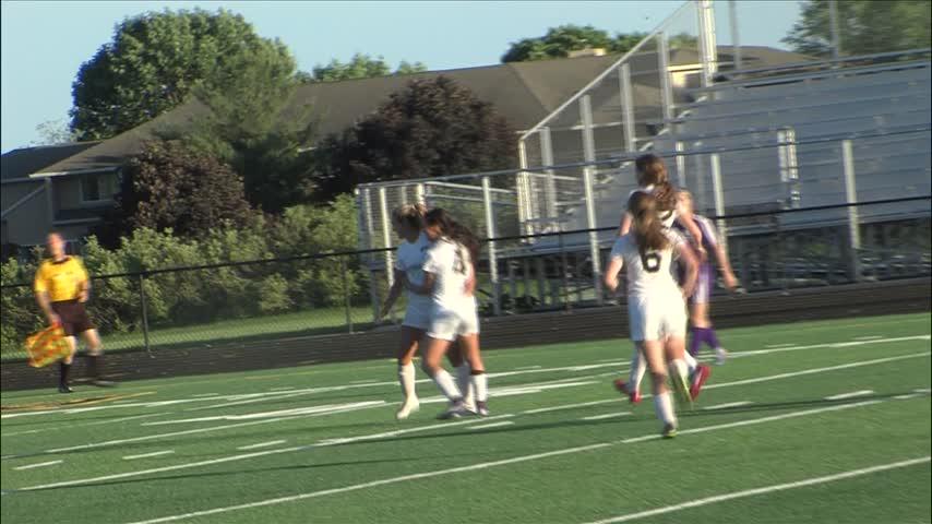 Bettendorf Girls Soccer advances to meet Iowa City West_20160603031703