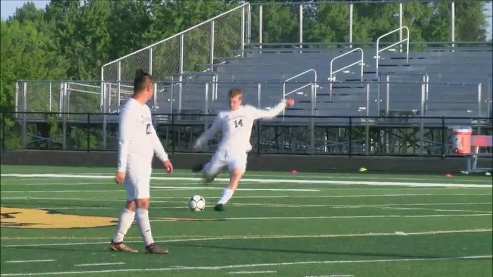 Bettendorf boys soccer beats West