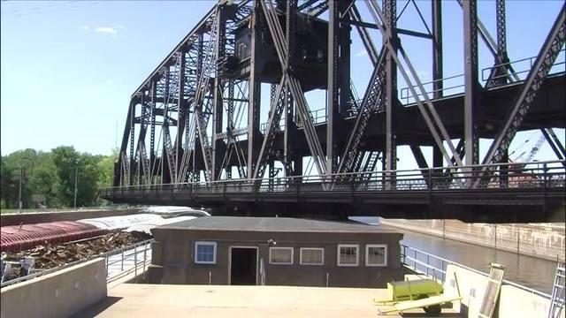 Government Bridge closed to vehicles_25960412_ver1.0_640_360_1516131854090.jpg.jpg