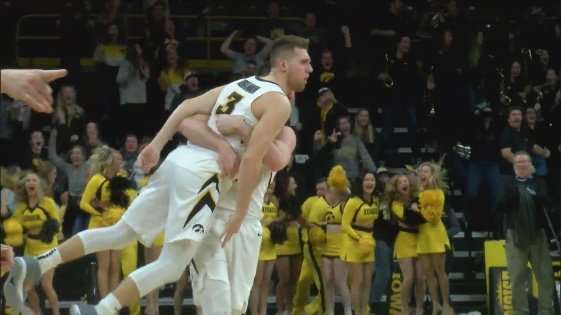 Bohannon_lifts_Hawks_to_victory_in_final_0_20190211045407