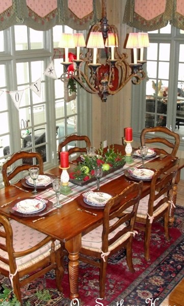 Holiday Tablescape {Breakfast Room}