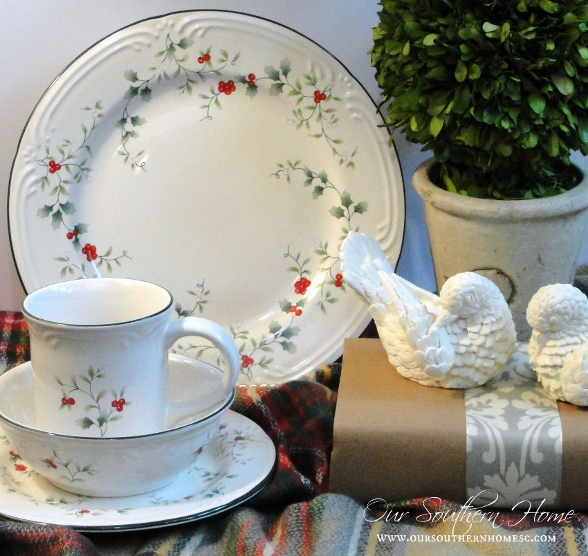 Enter to win 4 place settings of Pfaltzgraff Winterberry via Our Southern Home #winterberry #Pfaltzgraff #spon