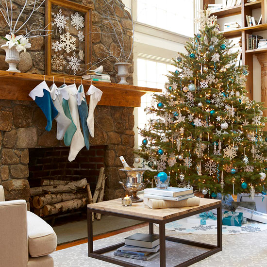Use a Wintry-Theme for Tree Decorating