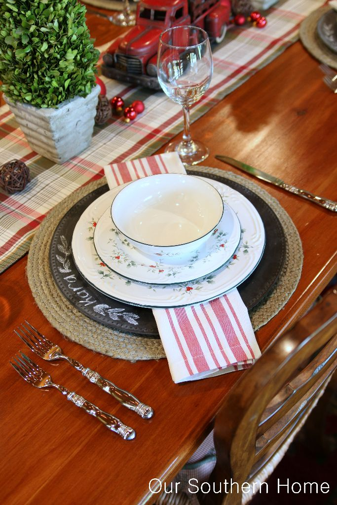Welcome to a Country Christmas breakfast room by Our Southern Home. & Country Christmas Breakfast Room - Our Southern Home