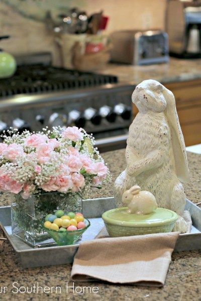 10 minutes or less Easter centerpiece using grocery store items by Our Southern Home