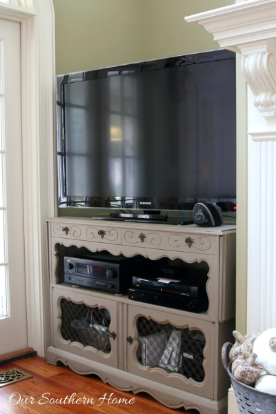 French country tv console make over with ASCP in Coco with a white wash. #paintedfurniture